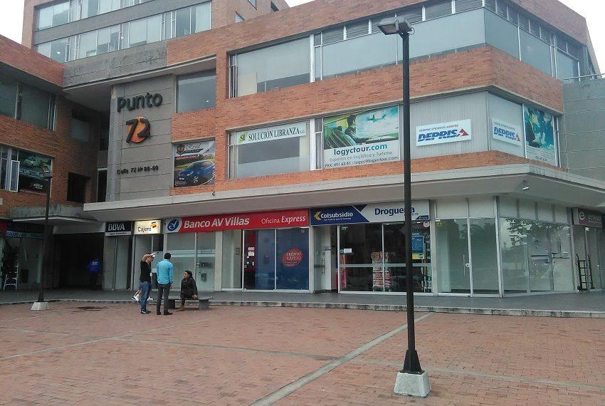Local exterior arriendo Bogota vitrina-3