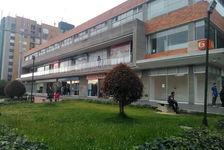 Local exterior arriendo Bogota vitrina-5